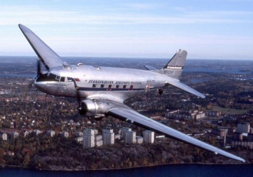 Douglas DC-3 SE-CFP Towpilot used under Creative Commons License (640x448)
