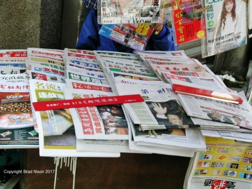 China Shanghai newsstand Brad Nixon 25 (640x480)
